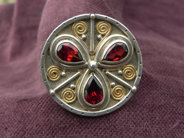 One-of-a-Kind silverring with a round flower of garnets top view