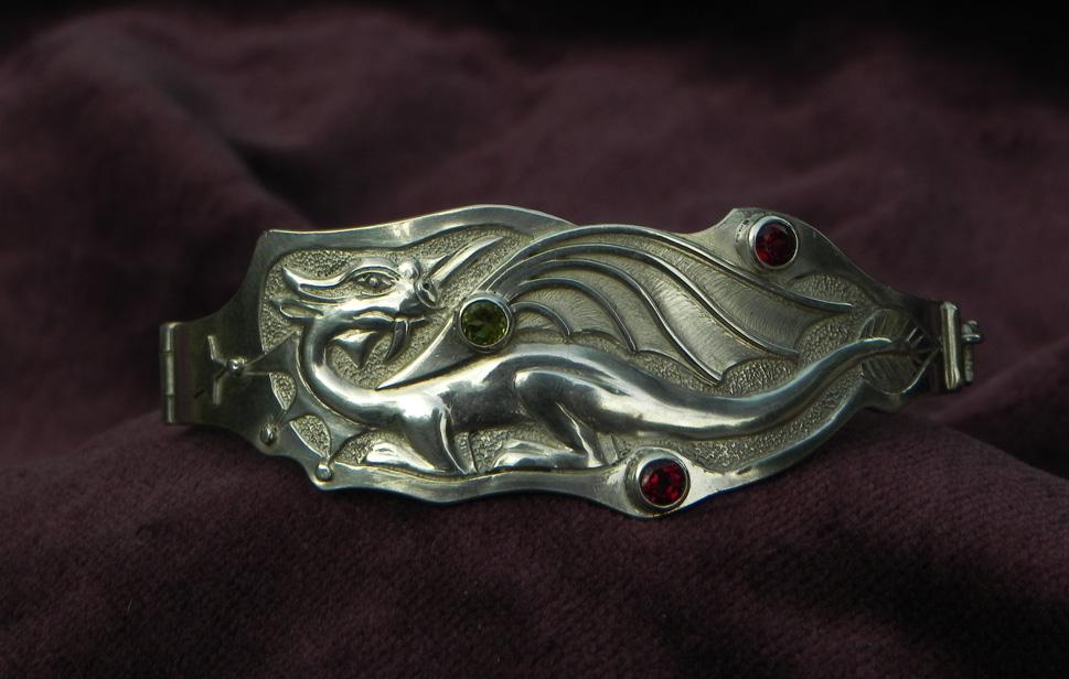 Silberarmband mit Drachenmotiv