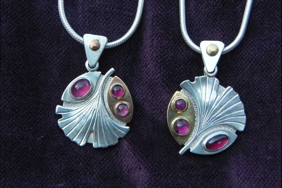 Silver pendant with Gingkoblätter leaves, precious stones and gold