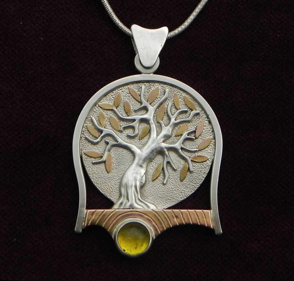 Olivenbaum auf Silberanhänger