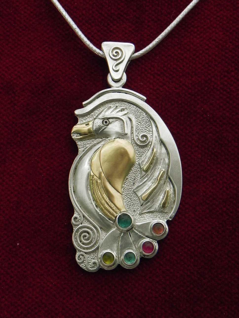 Silberanhänger mit Paradiesvogel und Turmaline