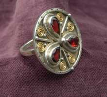 One-of-a-Kind silverring with a round flower of garnets