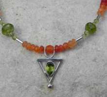 Olivin-Karneol-Kette mit Unikatsilberteil